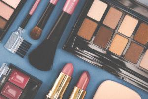 化粧品会社の販売スタッフってどんな仕事?仕事内容や必要なスキル、将来性などを徹底解説