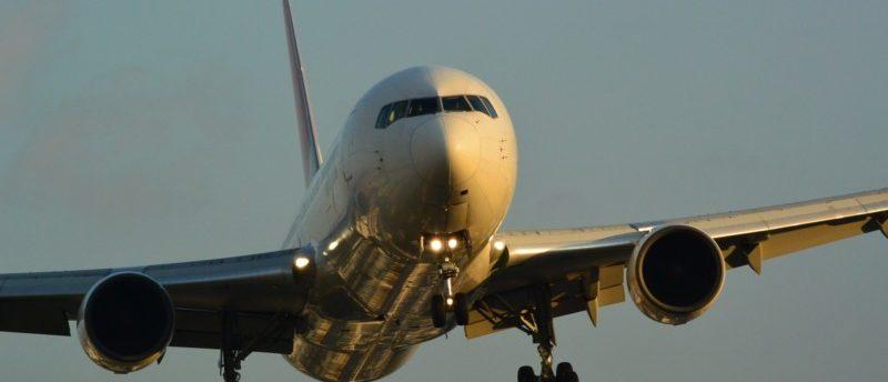 飛行の安全を守る仕事!航空機エンジニアとは?