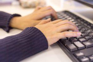 福祉事務は簡単な仕事?気になる仕事内容や年収とは?