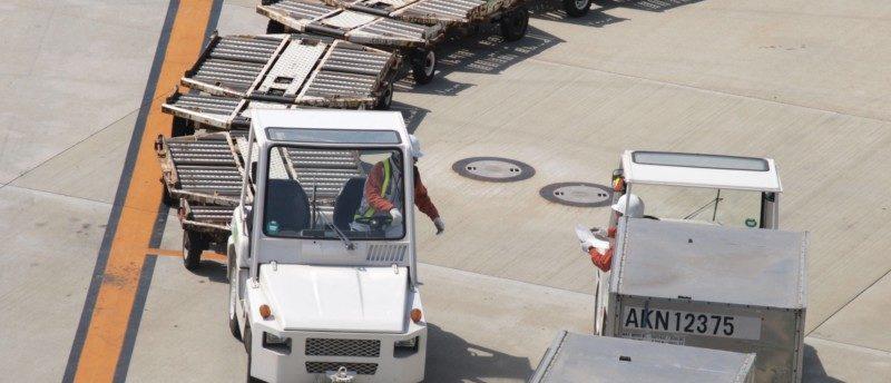 空港で活躍する航空グランドスタッフの仕事とは?年収や将来性も解説