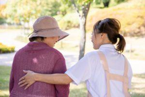 介護福祉士の仕事内容とは?介護福祉士資格や年収・将来性まで徹底解説
