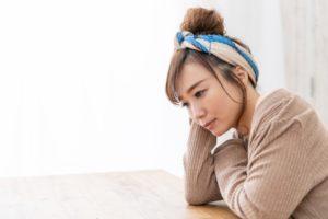劣等感で苦しい時はどうすればいい?劣等感の原因や解消する方法を紹介