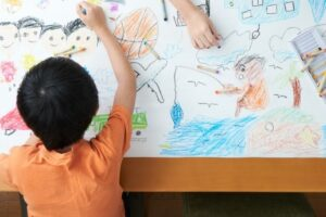 学童保育の仕事内容とは?給料を上げる方法や転職時に役立つ資格を解説