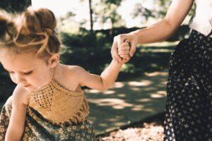 母子家庭のシングルマザーは介護職が働きやすい理由と転職成功の秘訣