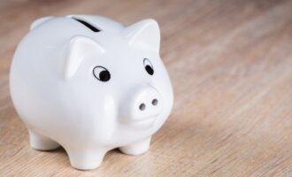 保育士の給料はなぜ安い?給料が安い理由と手取り額を上げる方法を解説