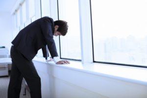 その残業時間、実は危険かも?残業時間帯別の体の症状を解説