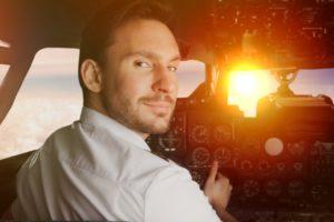 高年収が期待できる航空機パイロットのなり方!仕事内容や将来性は?