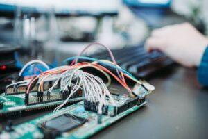 半導体エンジニアってどんな仕事?必要スキルや将来性は?効率よく半導体エンジニアに転職する方法