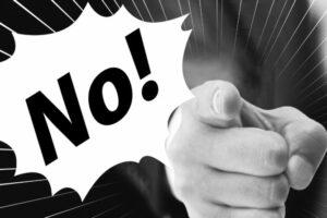 【セクハラの事例】完全アウト!グレーゾーンを超えて違法になるのはどこから?